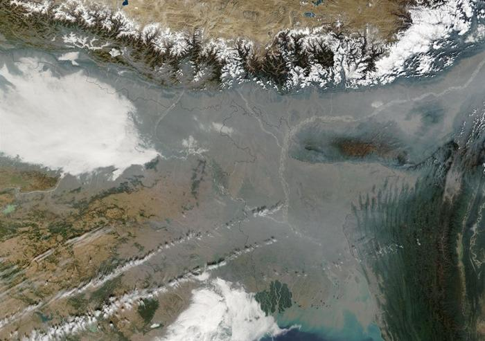Air pollution in Bangladesh and Northern IndiaPhoto: Jacques Descloitres, MODIS Rapid Response Team, NASA/GSFC