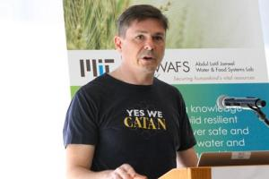Christopher Voigt, a professor of biological engineering, presents the latest research results for a J-WAFS-funded project that seeks to engineer cereal grains to produce their own fertilizer. Photo: Andi Sutton/J-WAFS