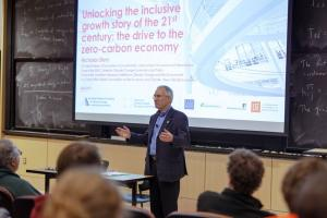 The economist Lord Nicholas Stern delivers the MIT Undergraduate Economics Association's annual lecture, on climate economics, at MIT on Tuesday, April 9, 2019.Image: Chelsea Turner